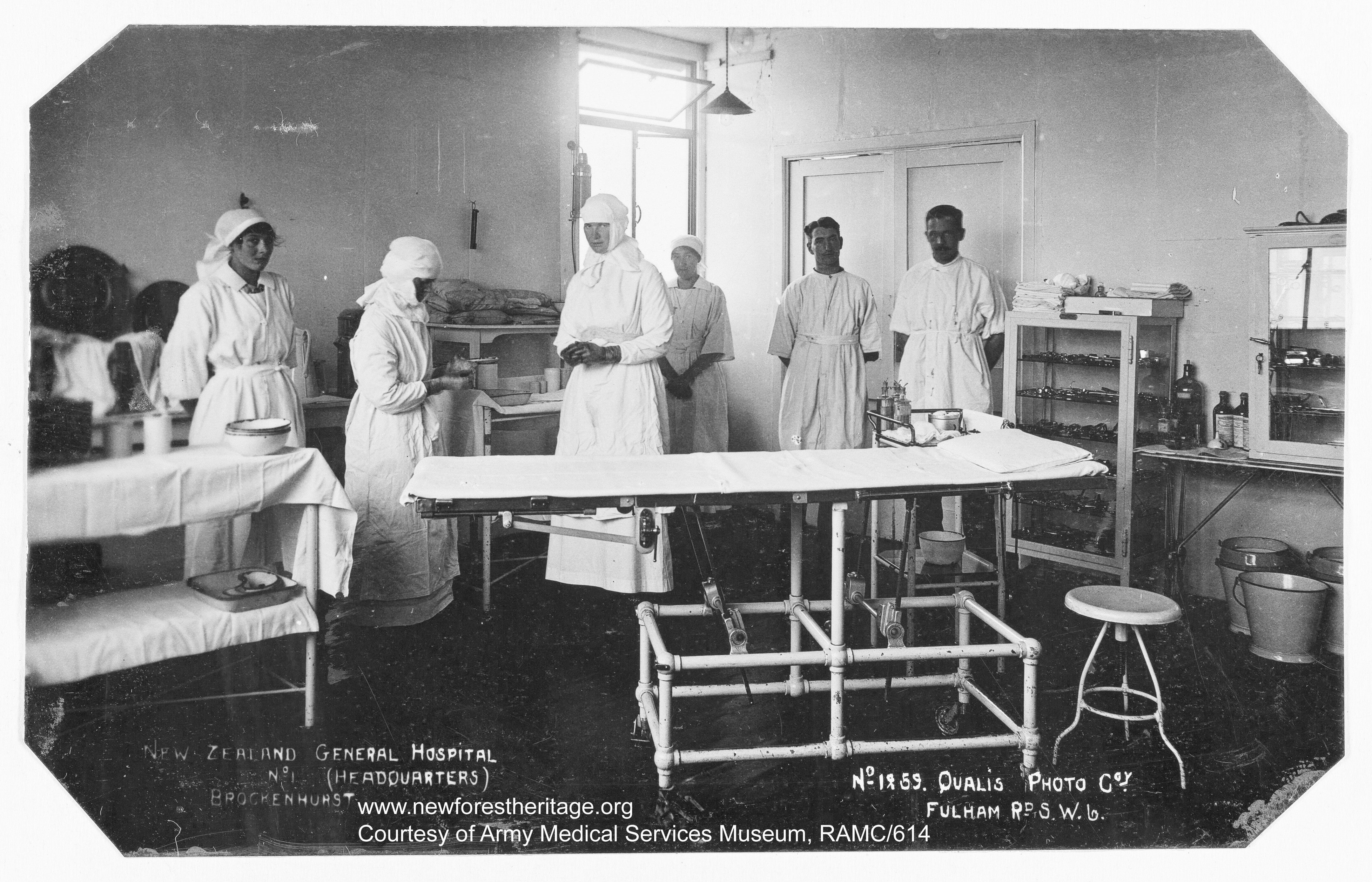 Medical staff in Operating theatre, No.1 New Zealand General Hospital. 1918