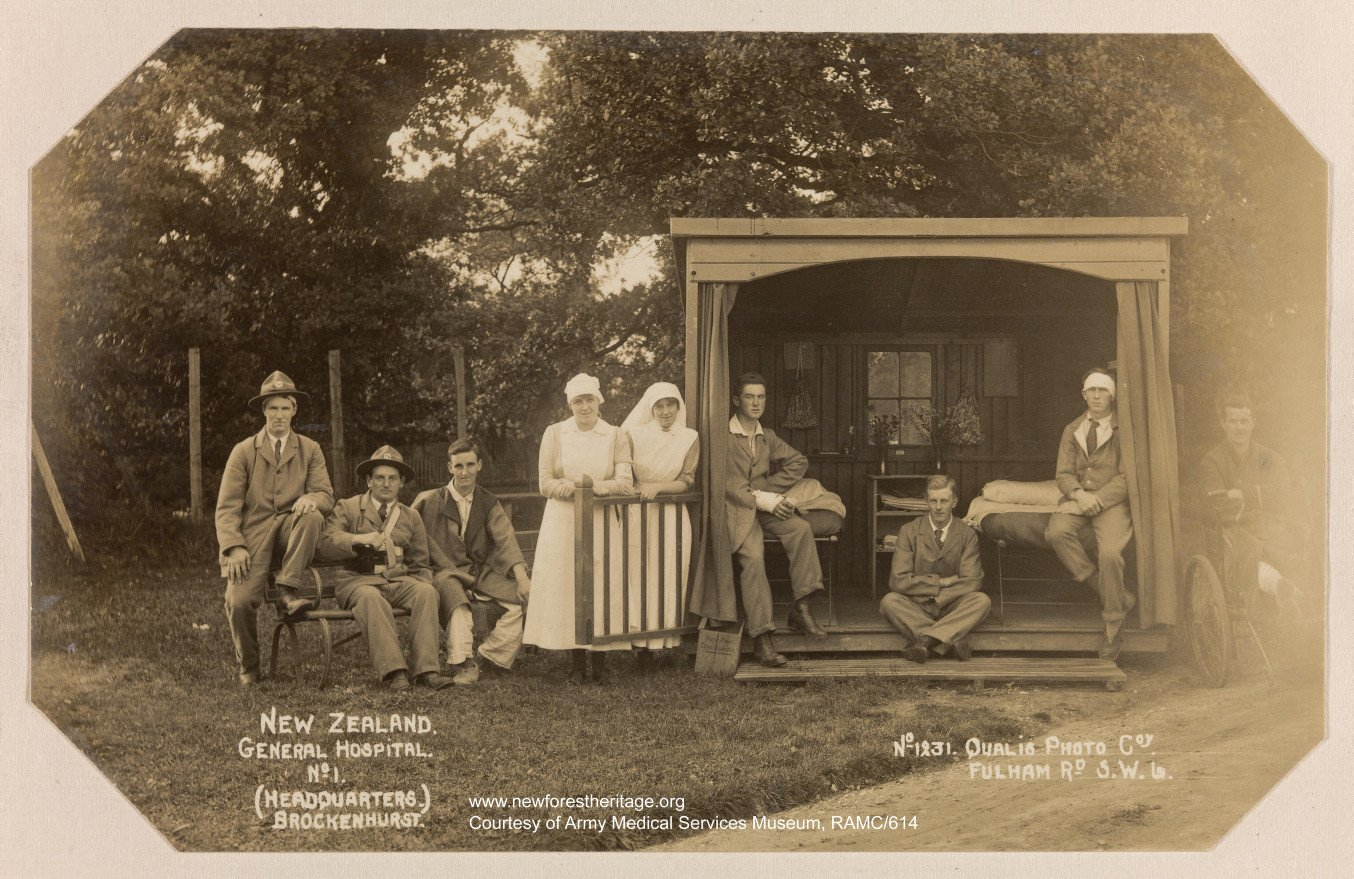 Patients and nurses in and around outside 'hut' room. 'Getting fresh air' at the No.1 NZ General Hospital. 1918